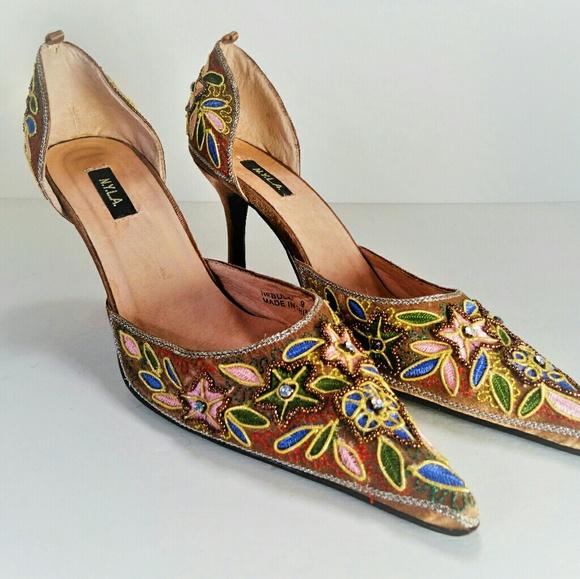 005579b43a98 N.Y.L.A. gold beaded heels. M 5ac66a521dffdafbbcaddcbf